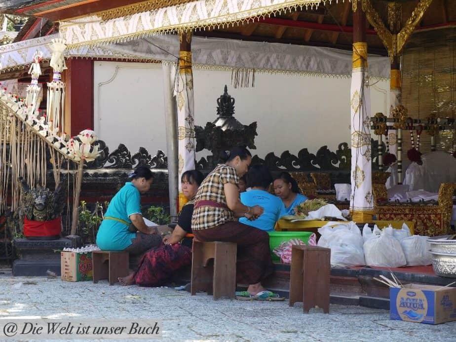 Opfergaben Vorbereitung für ein Tempelfest